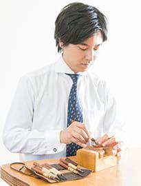 写真:5代目 印章彫刻士 小林稔明